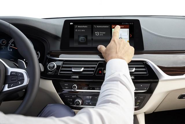 La nouvelle BMW Série 5 Berline. Plus légère, plus dynamique, plus sobre et entièrement interconnectée 517851P90237248highResthenewbmw5series