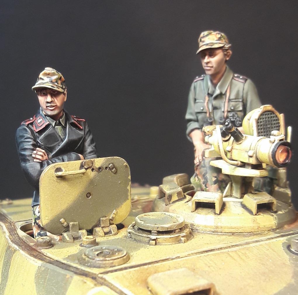 """King Tiger Ammo """"What If"""" - Page 2 522138GunnerFront2KTiger"""