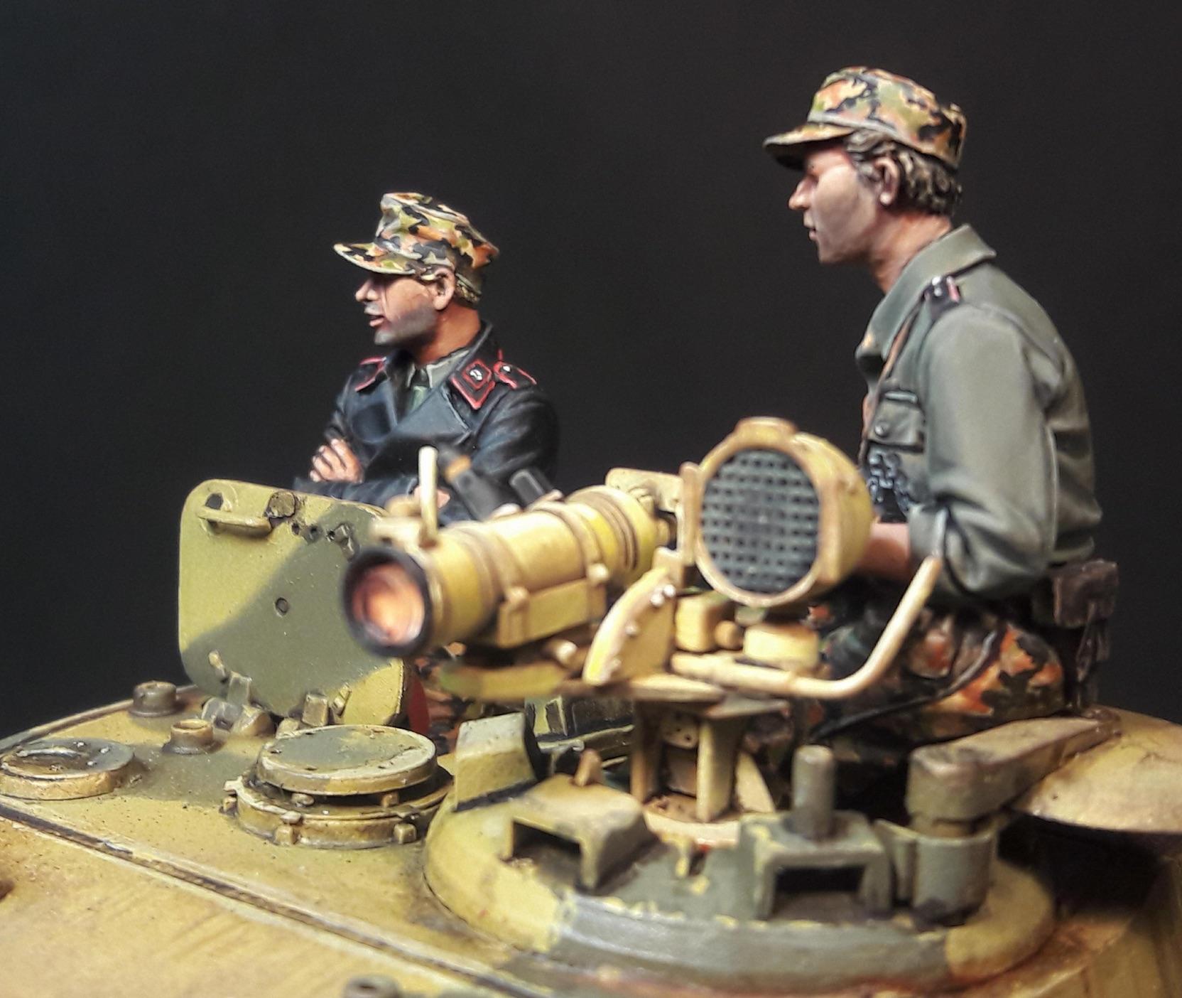 "King Tiger Ammo ""What If"" - Page 2 524298GunnerLeftKTiger"