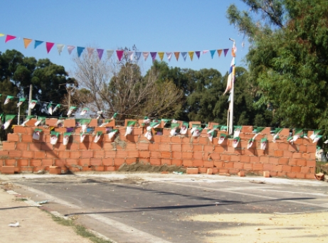 El Tarf : Des citoyens coupent la route nationale en érigeant un mur de briques 528798Mur