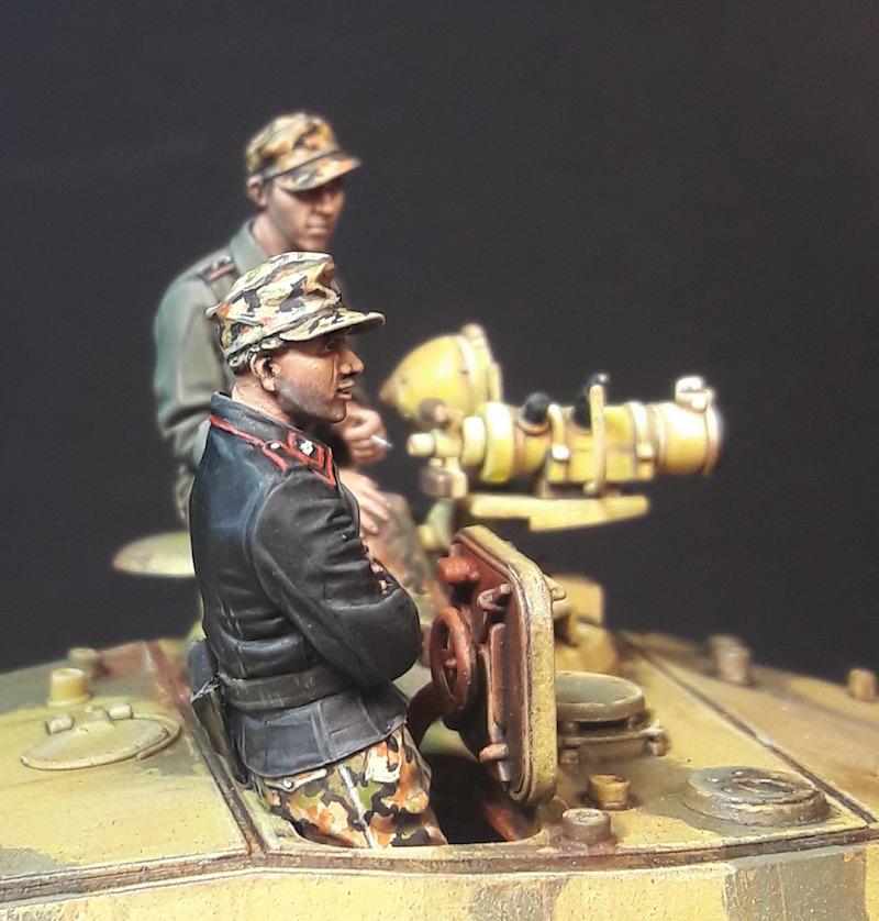 "King Tiger Ammo ""What If"" - Page 2 528997GunnerRightKTiger"