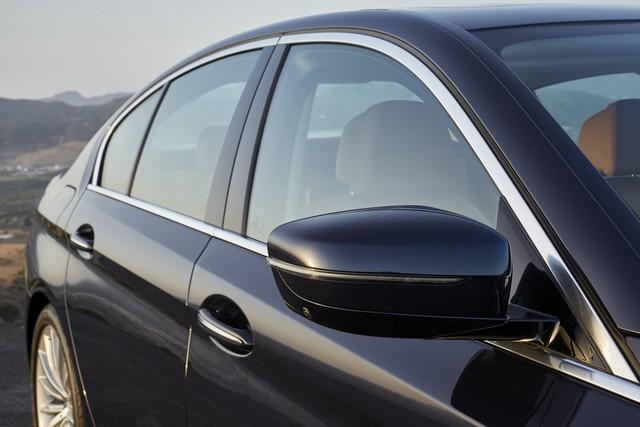 La nouvelle BMW Série 5 Berline. Plus légère, plus dynamique, plus sobre et entièrement interconnectée 530273P90237285highResthenewbmw5series