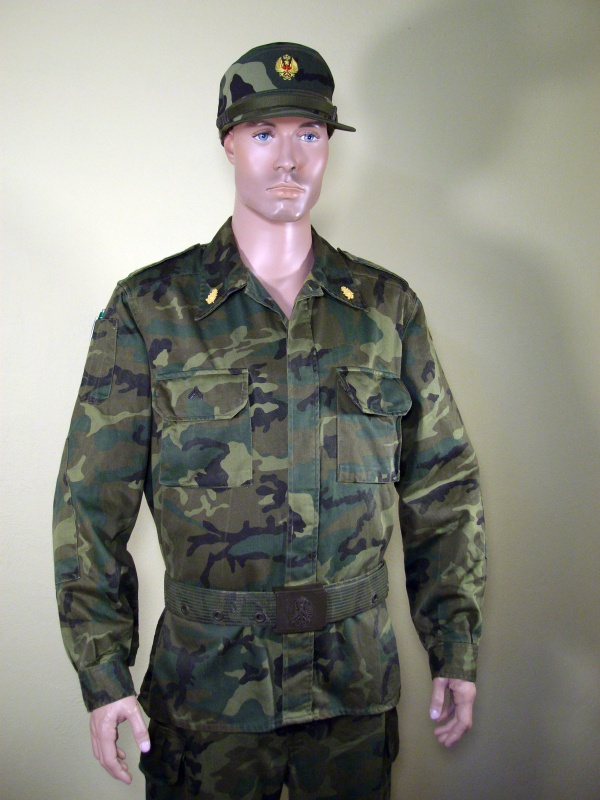 Spanish soldier woodland camo display 538128cff25