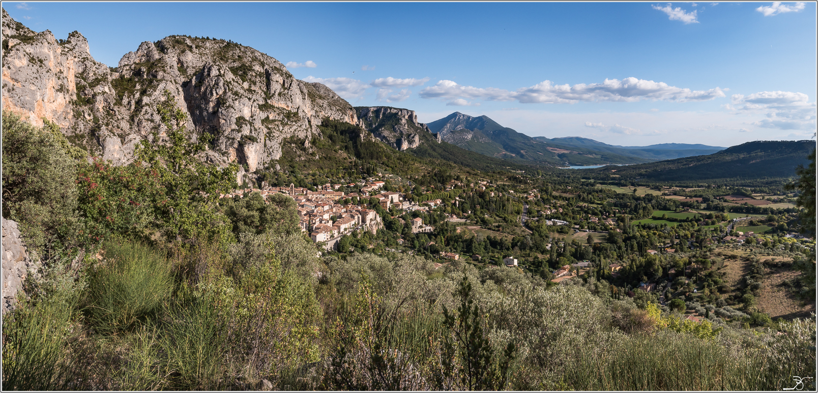 PBVF 67: Moustiers Ste Marie 538290LR6P1170118Panorama