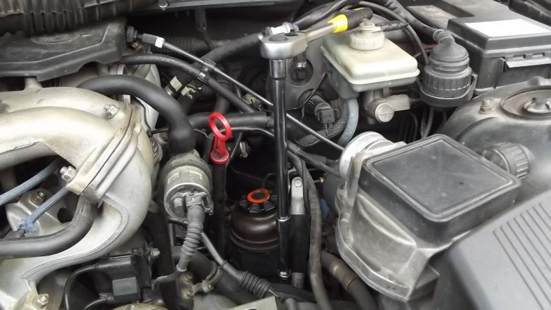 [BMW E36] Défaut d'étanchéité du vase de direction assistée 54129110DvissagerservoirATFcl13rallonge