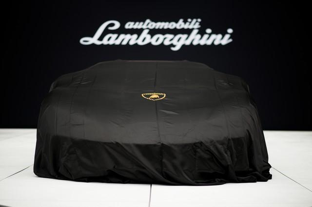 Lamborghini a dévoilé sa Centenario Roadster à Pebble Beach  541846446254