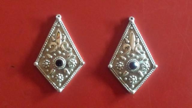 Boucles d'oreilles en argent avec des grenats taille brillant 54501220151118173228