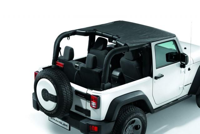 Jeep® Wrangler : un été d'aventure grâce à Mopar® 551099BikinitoitparesoleilsunbonnetWranglerK82209928