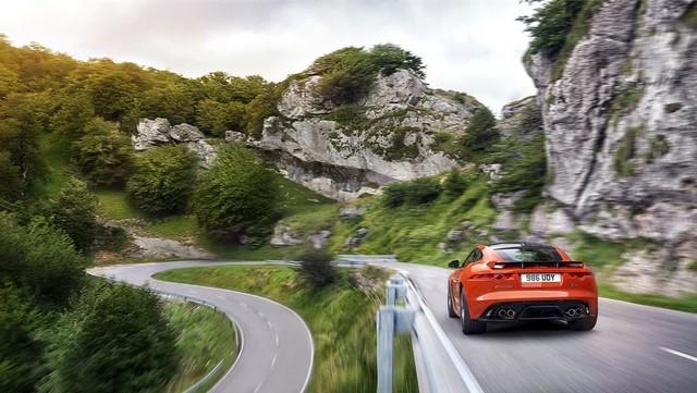Nouvelle Jaguar F-TYPE SVR : La Supercar Capable D'atteindre 322 km/h Par Tous Les Temps 559873JAGUARFTYPESVR08COUPELocationLowRes