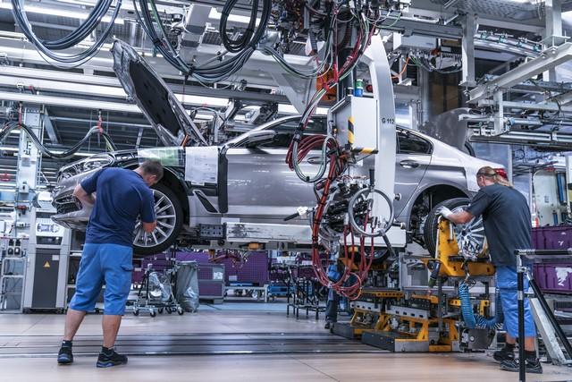 La nouvelle BMW Série 5 Berline. Plus légère, plus dynamique, plus sobre et entièrement interconnectée 562593P90237944highResbmwgroupplantding