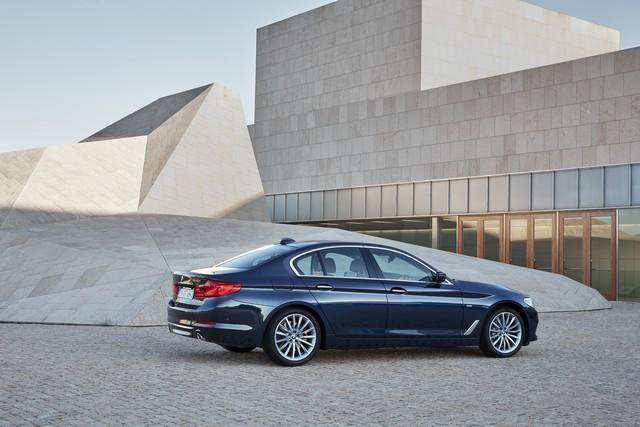 La nouvelle BMW Série 5 Berline. Plus légère, plus dynamique, plus sobre et entièrement interconnectée 580408P90237297highResthenewbmw5series