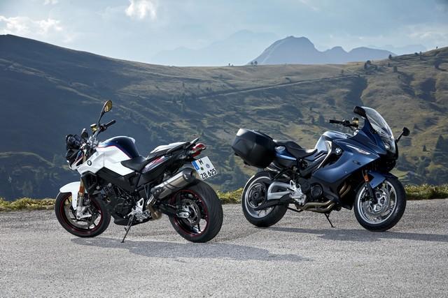 BMW Motorrad revoit la F 800 R et la F 800 GT. Plaisir du pilotage sportif et grand tourisme dynamique sous une forme affûtée 583400P90241432highResbmwf800randbmw