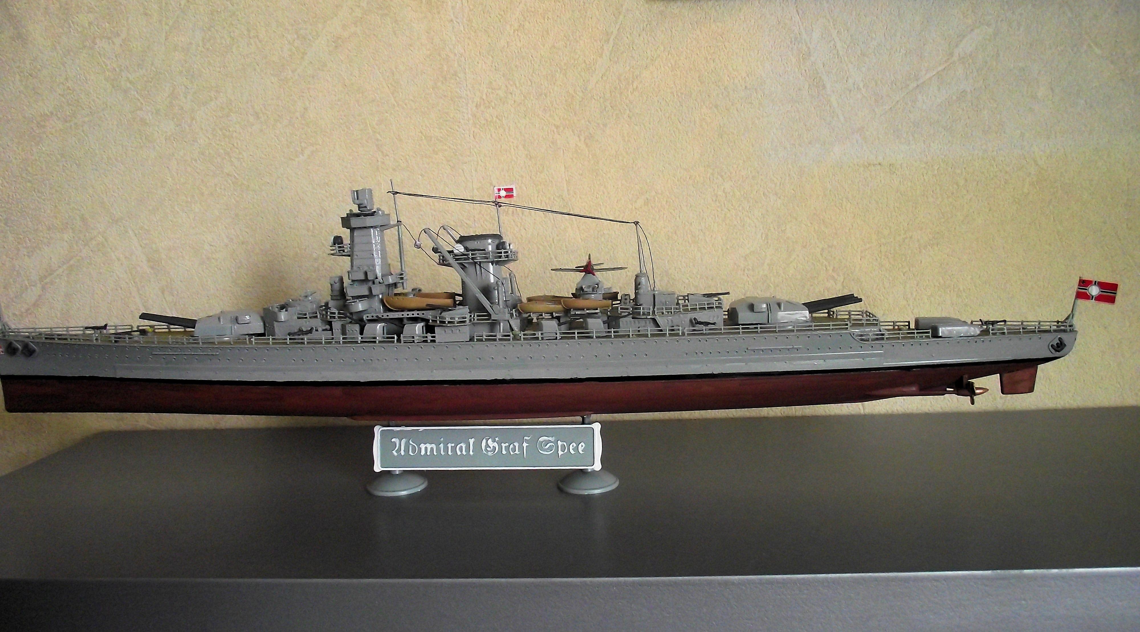 Bismarck au 1/350 Tamiya  587578MaquetteGrafSpee1x3509