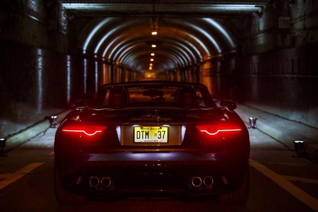 La Jaguar F-TYPE SVR rugit dans le Fameux tunnel de Park Avenue À New  588154JaguarFTYPESVRTunnel067LowRes