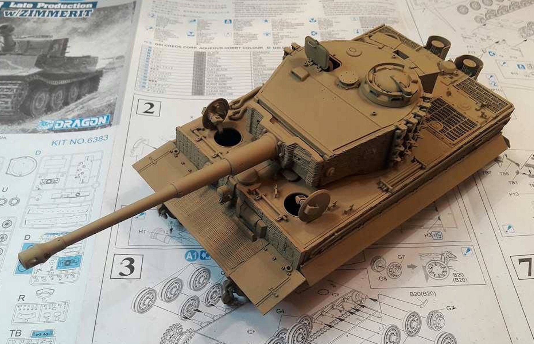 Tiger I Late production - Normandie 1944 - Dragon - 1/35 - Page 2 590962TigerStepPaint1