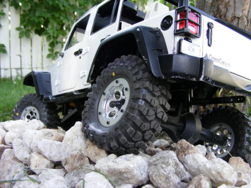 different tests de pneus 608611552