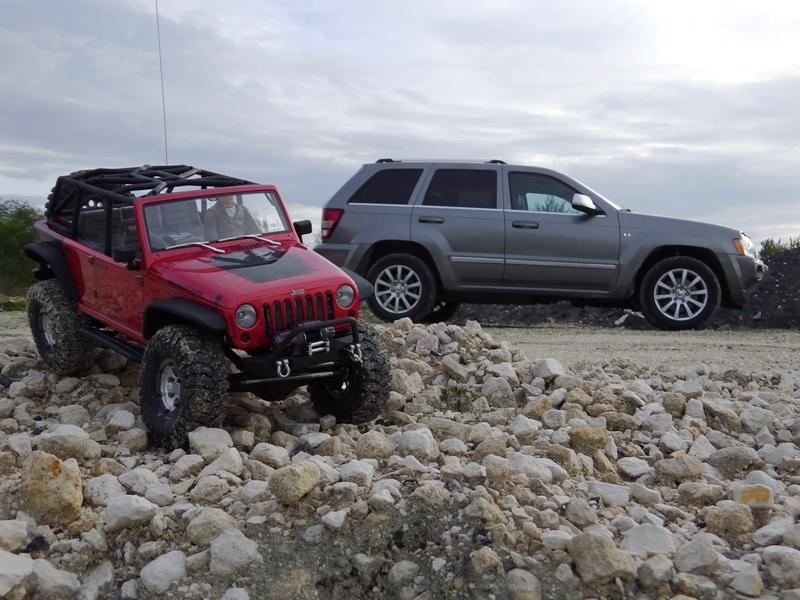 Jeep Rubicon Axial, le scale facile ;-) 609221IMGA0842