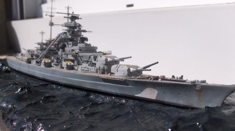 Bismarck 1/700 [Trumpeter] - Page 4 612248HPIM2204