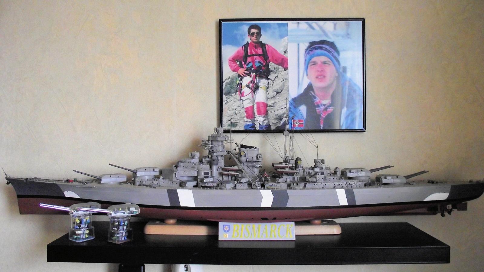 Bismarck Trumpeter 1x200 avec PE et figurines Eduard 625755DSCF0579