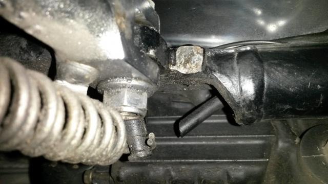800 VN - fuite essence filtre a air 63131320160409202819