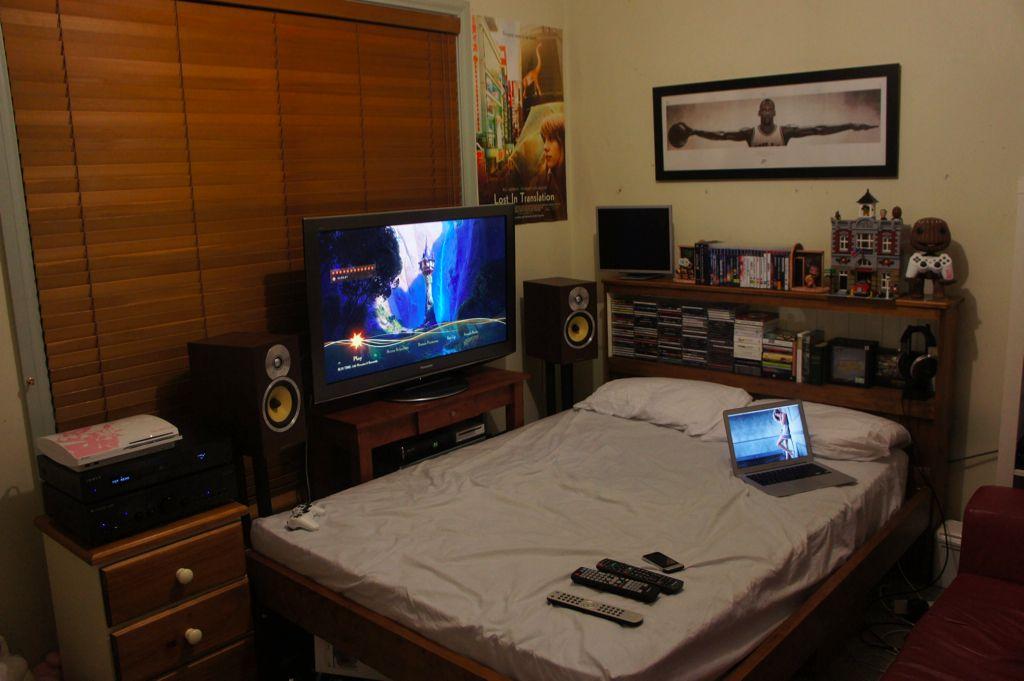 Votre Coin Jeux / Votre Installation Home Cinéma... - Page 7 632823howtosetupabedroomperfectgamingsetup