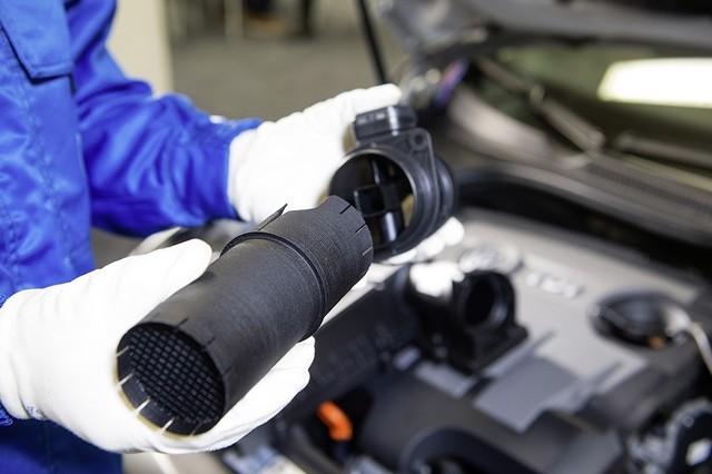 Les mesures techniques des moteurs diesel EA 189 concernés présentées à l'Autorité Fédérale Allemande des Transports (KBA) 639743md16tdiengineea189flowstraightenerinstallationimage2of6