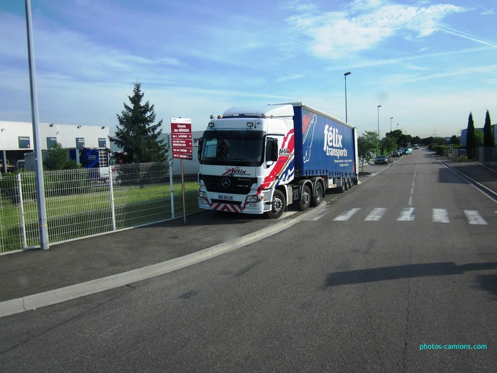Félix Transports (Villeurbanne, 69) 640083photoscamions4Juillet2012074Copier