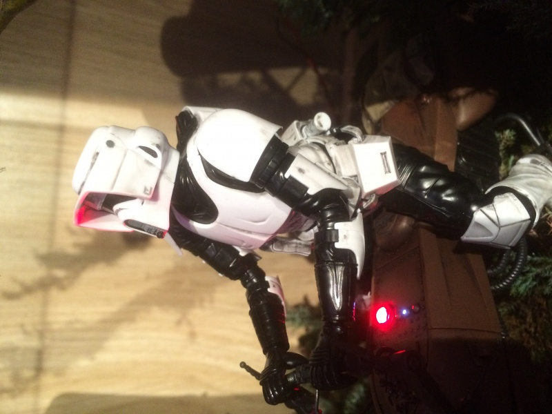 SCOUT TROOPER et SPEEDER BIKE 640566IMG0360