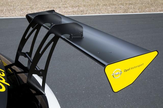 Présentation de la nouvelle Opel Astra TCR aux écuries clientes 646604OpelAstraTCR297895