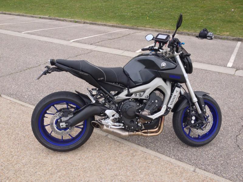 MT-09 race bleu avec akra 648170Yjadore9103