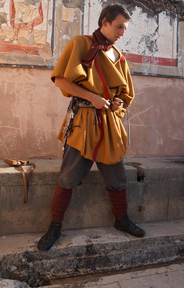 Les tuniques pour les légionnaires. 649745lat6