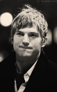 Ashton Kutcher - 200*320 655647ashton7