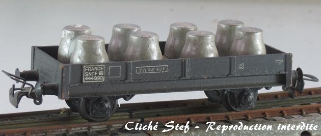 Wagons plats 2 ess maquette et semi maquette chargés par ordre alphabetique 657123VBplatessieuxmaquettegrisfutsacideIMG4416R