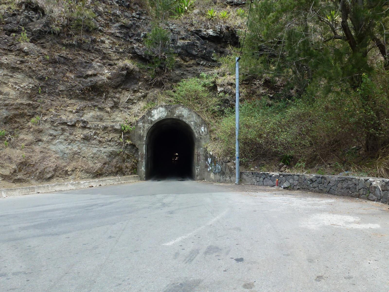 LA RÉUNION : la route de Cilaos, dite route aux 400 virages 661964P1030347