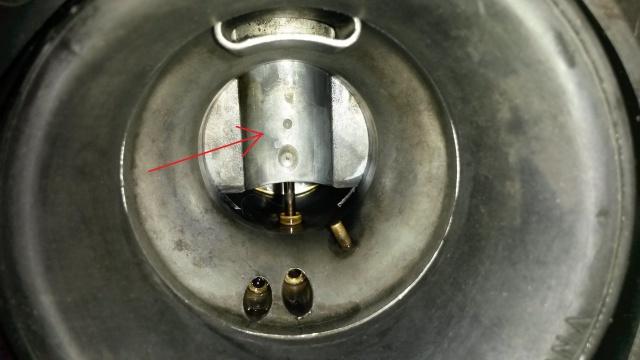 800 VN - fuite essence filtre a air 66280120160410161314