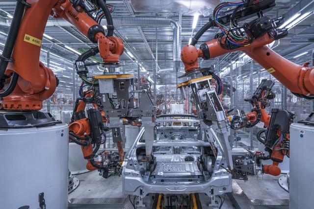 La nouvelle BMW Série 5 Berline. Plus légère, plus dynamique, plus sobre et entièrement interconnectée 665218P90237972highResbmwgroupplantding