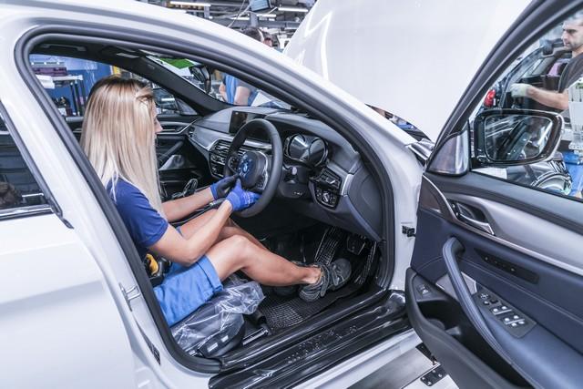 La nouvelle BMW Série 5 Berline. Plus légère, plus dynamique, plus sobre et entièrement interconnectée 667192P90237952highResbmwgroupplantding