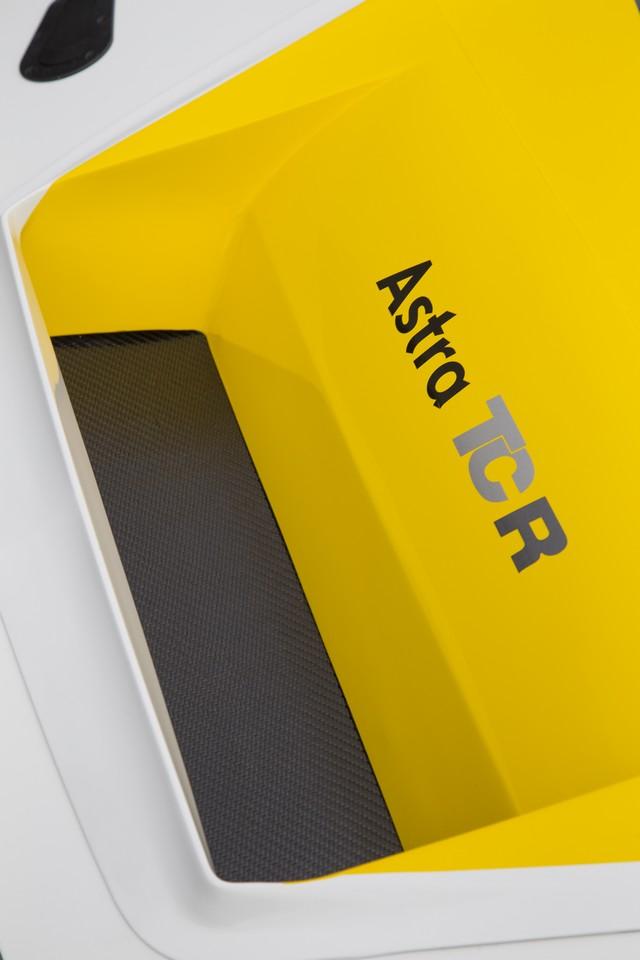 Présentation de la nouvelle Opel Astra TCR aux écuries clientes 668185OpelAstraTCR297896