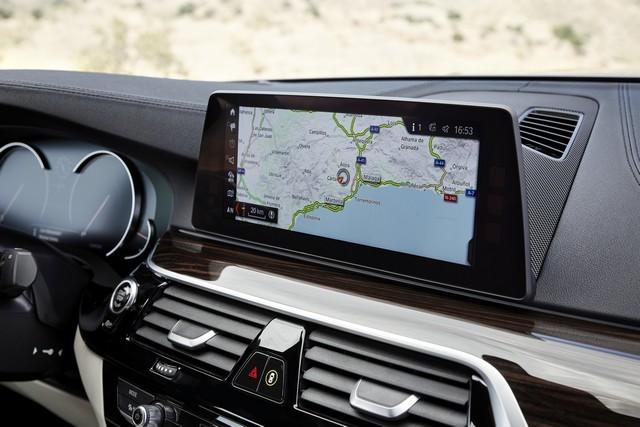 La nouvelle BMW Série 5 Berline. Plus légère, plus dynamique, plus sobre et entièrement interconnectée 671370P90237273highResthenewbmw5series