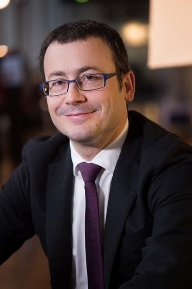 Nomination de Thierry LONZIANO, Directeur Marketing et Communication PEUGEOT 674259GUI9837