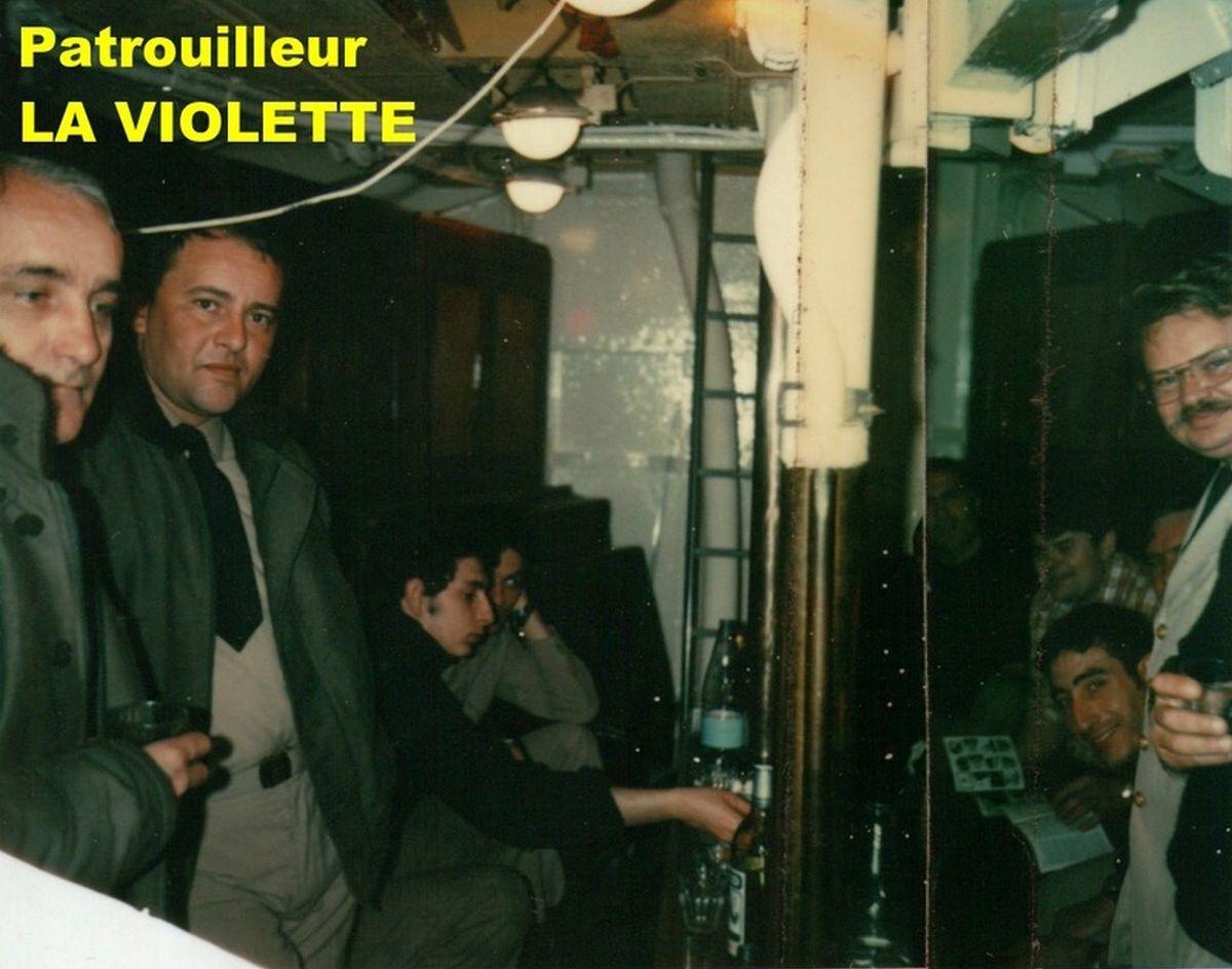 [ Divers Gendarmerie Maritime ] Port de la barbe en gendarmerie maritime 675352violet11