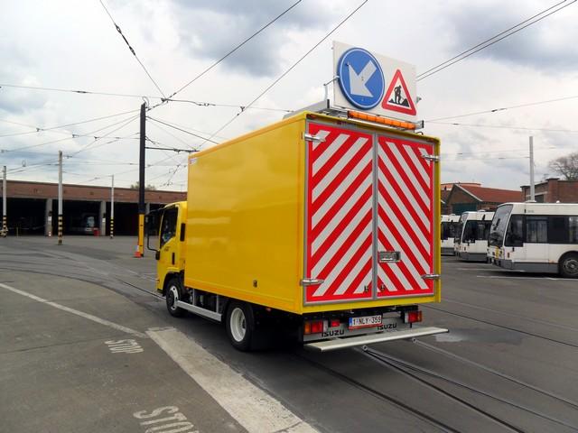 Isuzu livre un véhicule polyvalent à De Lijn 679606delijnlevering069
