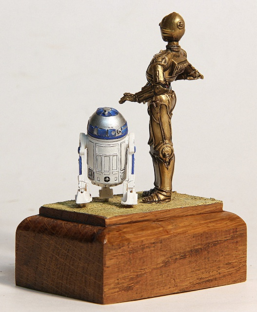 """I'd better knock I suppose."" C3PO et R2D2  70 mm 683063003"
