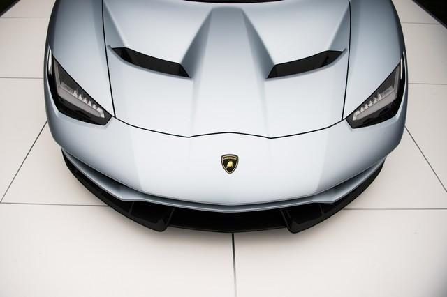 Lamborghini a dévoilé sa Centenario Roadster à Pebble Beach  686364446258