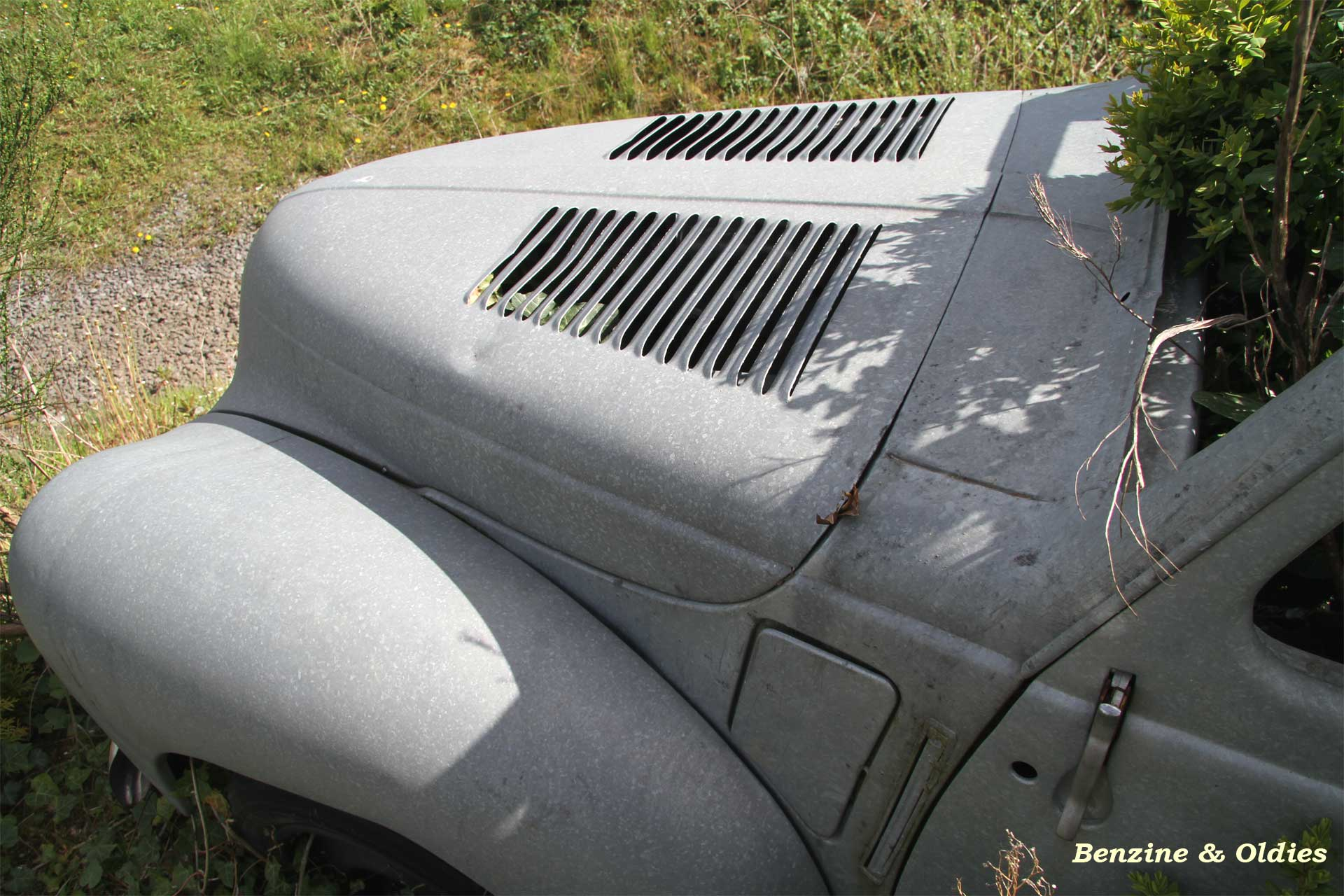 une Simca 6 carrosserie aluminium oubliée dans la nature - Simca6 - Page 2 686763simca6street39w19201280