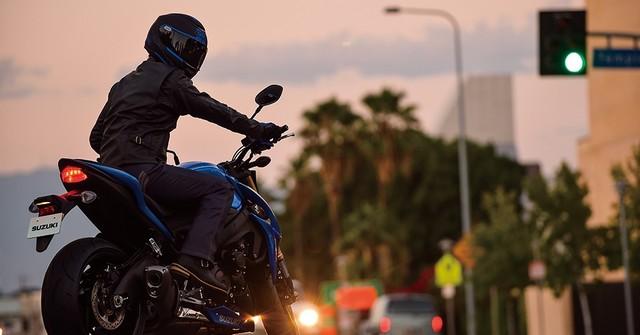 Suzuki dévoile son nouveau roadster au cœur de sportive 690816gsxs1000al6action10