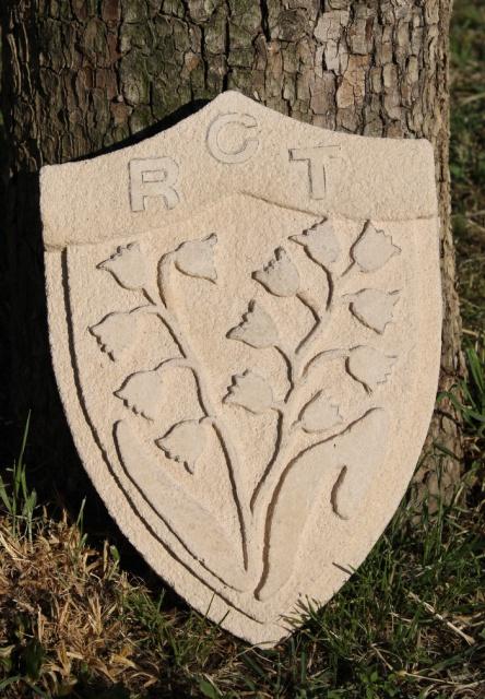 Blason du RCT en pierre reconstituée sculptée. 699512IMG2835bis