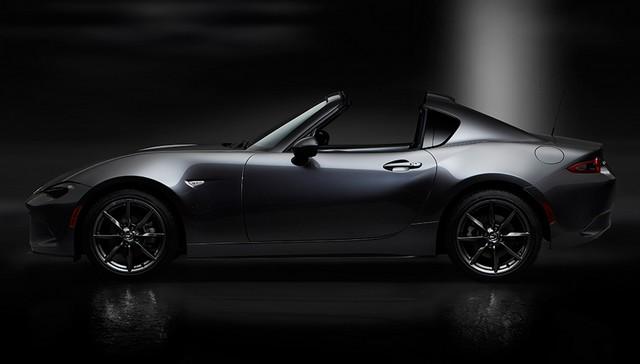 Salon de l'auto de New York : première mondiale de la Mazda MX-5 RF  70145513MazdaMX5RFshowmodelSideopenblack