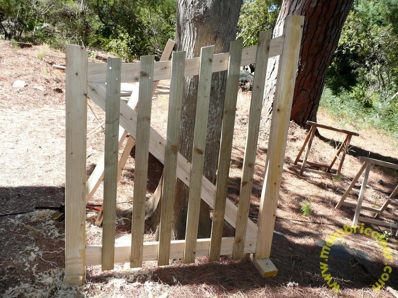 Un portail avec les moyens du bord - Page 4 701490P1030952mb
