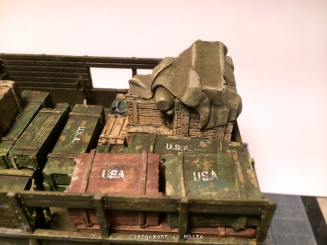 us white 666 cargo truck au 1/35 en Normandie hobby boss - Page 3 703436caisse004